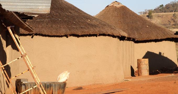 Zulu dorpje Drakensberg Zuid-Afrika